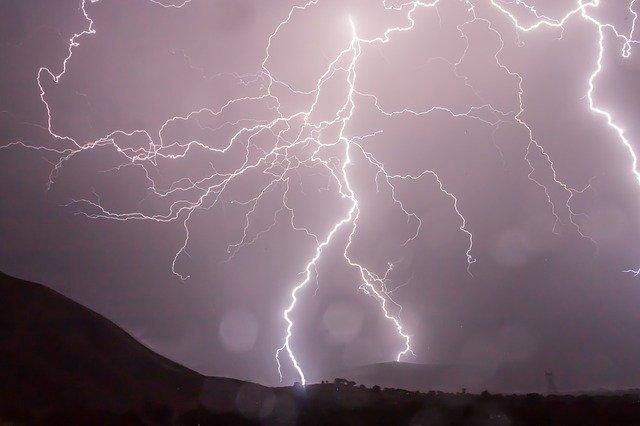 Cod galben de furtună în judeţele Suceava şi Neamţ