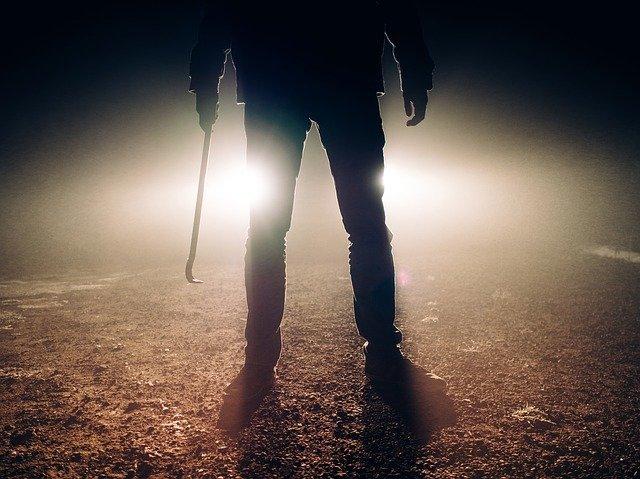 Un ucigaş plătit s-a îndrăgostit de femeia pe care trebuia să o lichideze. Vezi cum i-a înscenat moartea