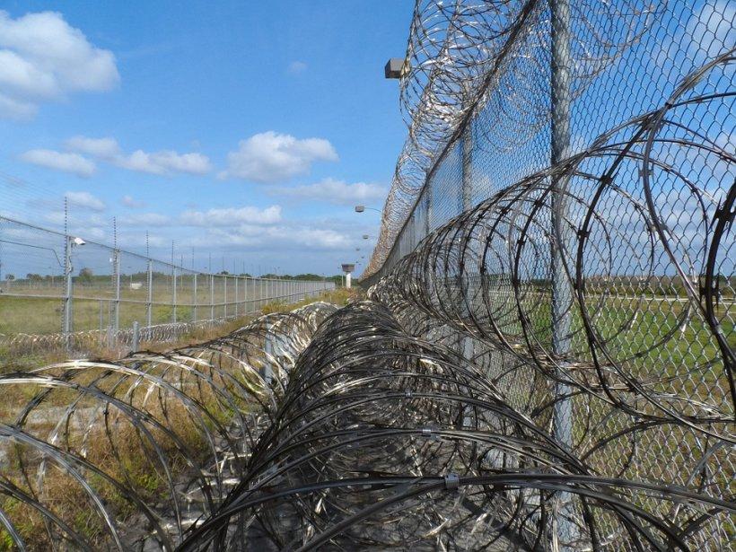 Unde au găsit polițiștii un deţinut care evadase de la Penitenciarul din Oradea. Bărbatul plănuise o adevărată escapadă romantică