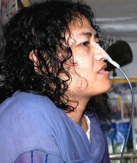 A renunțat la protest după 16 ani de greva foamei. Ce a mâncat prima dată