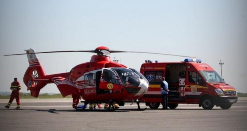 Un TIR s-a răsturnat la intrare pe A4. S-a intervenit cu un elicopter SMURD