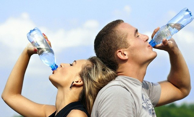Ce se întâmplă în corpul tău atunci când bei prea multă apă