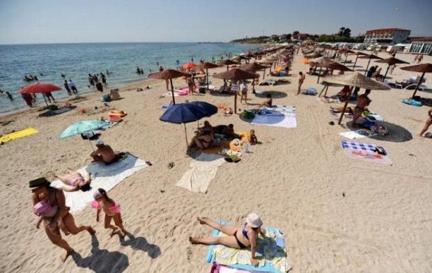 Fenomen periculos pe mare. Salvamarii avertizează turiștii să nu intre deloc în apă