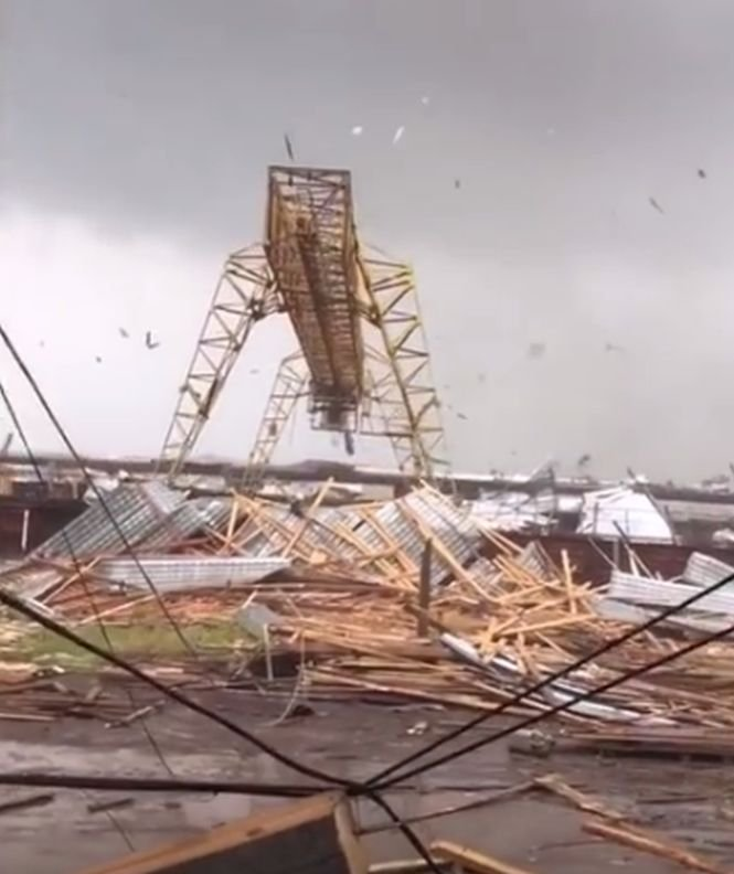 """Fenomen extrem în Rusia. """"Un vecin m-a sunat să îmi spună că locuința mea nu mai există"""" - VIDEO"""