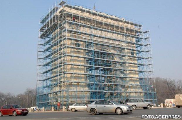Lucrările de consolidare ale Arcului de Triumf au fost oprite. Primăria Capitalei, datorie de peste un milion de euro