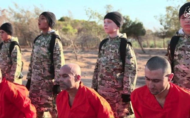 Imagini tulburătoare. Cinci copii, folosiți drept călăi de către Statul Islamic - VIDEO
