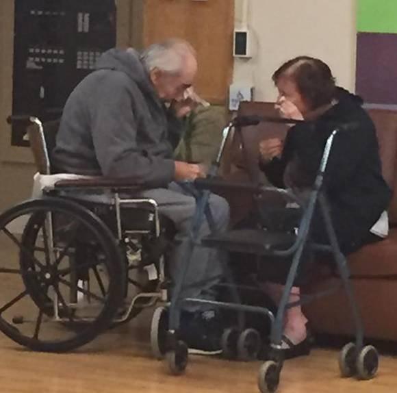 Povestea înduioșătoare din spatele acestei imagini. După 62 de ani de căsnicie...