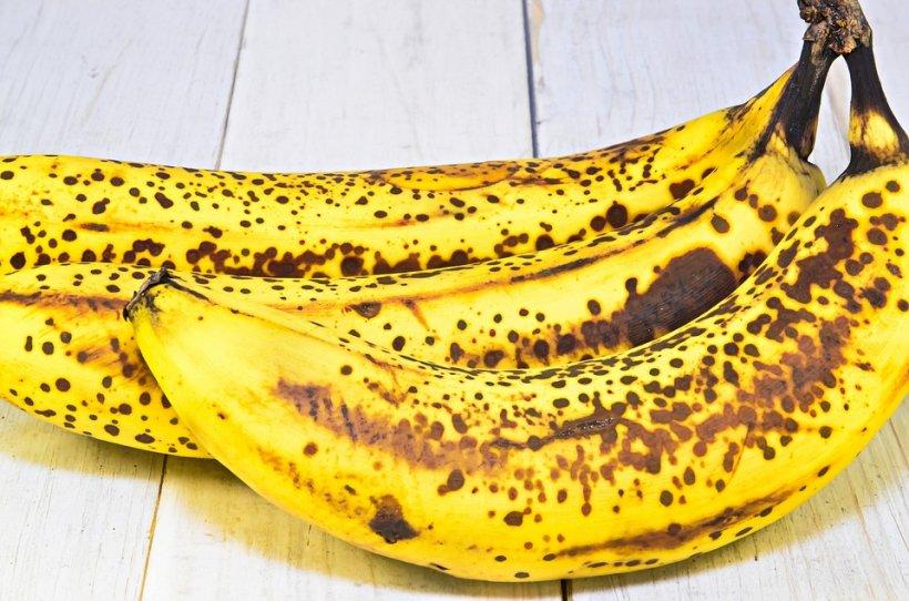 Ce pățești dacă mănânci banane cu coaja înnegrită? Avertismentul specialiștilor