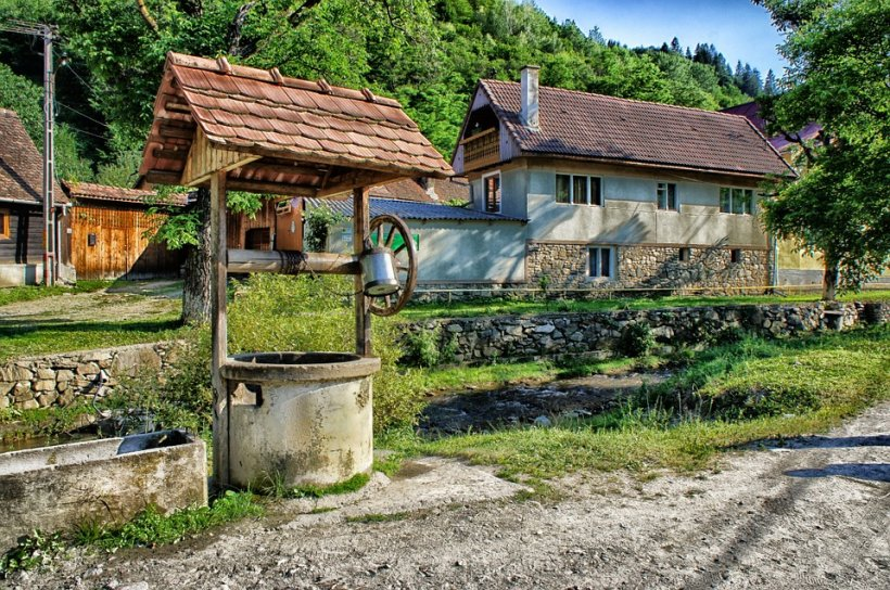 Doi români au devenit proprietarii unui sat întreg. Cum a fost posibil