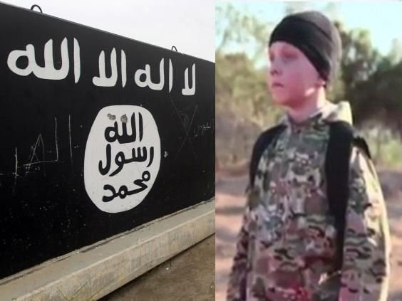 """Reacția disperată a unui tată care își vede fiul într-o filmare ISIS. Copilul """"călău"""" ucide prizonierii teroriștilor"""