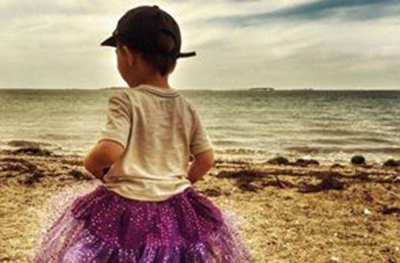 A fost oprită în parc de un străin care a certat-o că își lasă copilul să iasă așa pe stradă. Răspunsul ei a ajuns viral pe Facebook