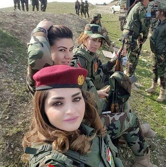 """Ce fac femeile kurde care luptă cu fanaticii ISIS, înainte de a pleca la luptă. """"Când mor, vreau să..."""""""