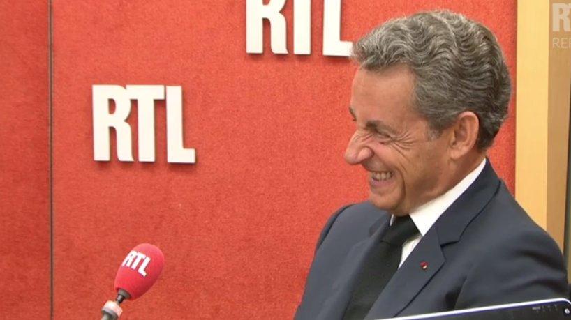 Nicolas Sarkozy, criză de râs în timpul unei emisiuni
