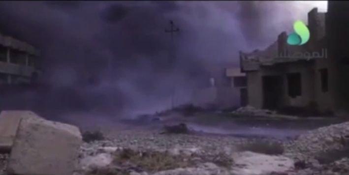"""Peisajul apocaliptic lăsat în urmă de jihadiștii ISIS: """"Ne sufocă! Totul este negru!"""" 482"""