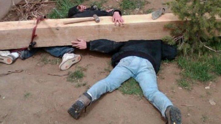 Si-a vazut copiii striviti de o barna de lemn, i-a fotografiat, apoi a facut asta!