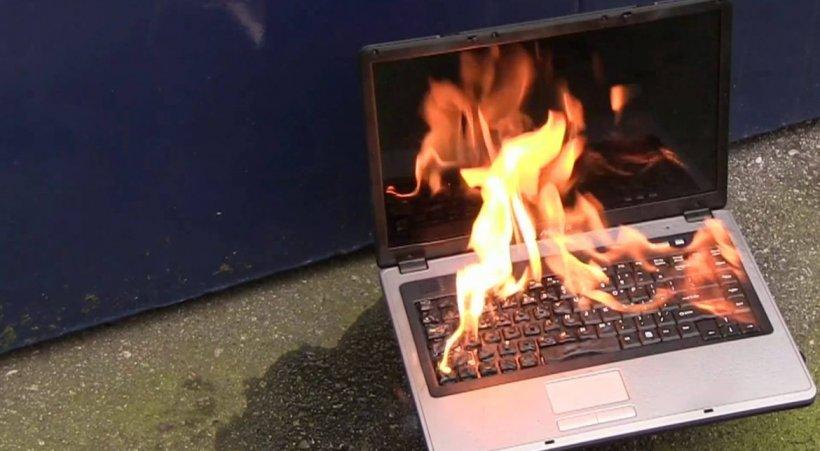 Simți că arde? Iată ce să faci dacă ți se încinge prea tare laptopul