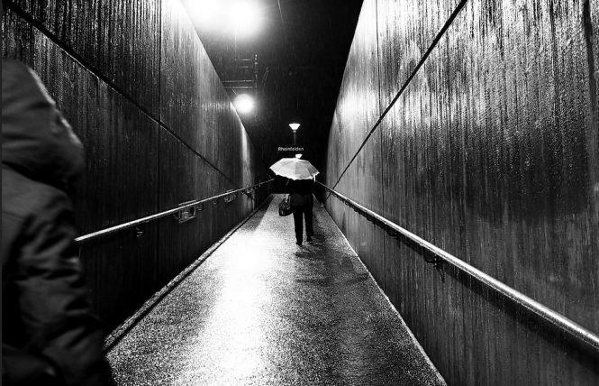 Coșmarul oricărei femei. Se întorcea singură, seara, spre casă. Un bărbat s-a apropiat de ea. Ce a urmat