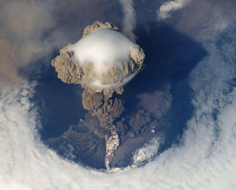 Explozie puternică a unui vulcan din Guatemala. Autoritățile sunt în alertă
