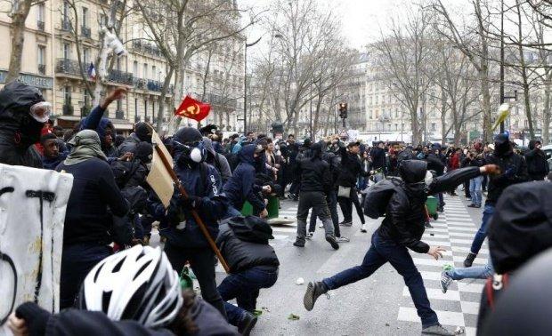Proteste violente în mai multe orașe din Franța. Manifestanții au lansat cocteiluri molotov VIDEO