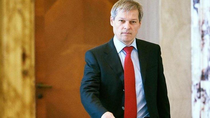 Dacian Cioloş răspunde pe Facebook unei persoane care i-a ...