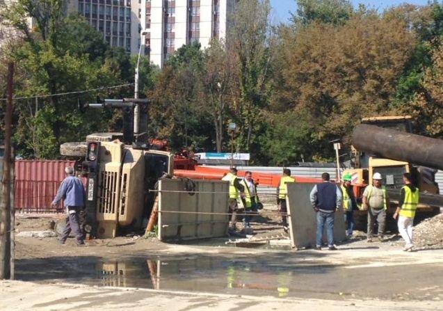 Macara răsturnată în centrul Bucureștiului