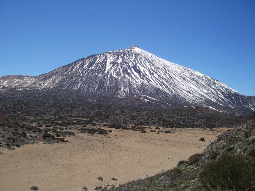 Stare de panică în Tenerife, unde un vulcan dă semne că va erupe. Cutremurele din ultimele zile i-au pus pe fugă pe turiști 482