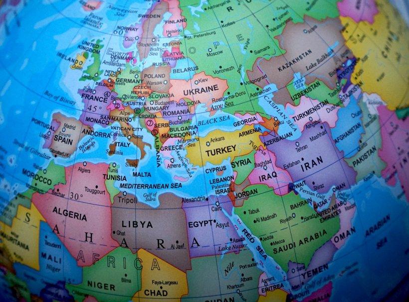 Tensiuni puternice în Europa. Franța anunță revizuirea relațiilor cu Polonia