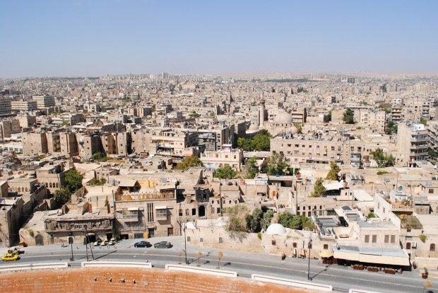 """""""Opriți lupta și părăsiți orașul!"""" Se pune în aplicare """"pauza umanitară"""". Ce se întâmplă în orașul sirian Alep"""