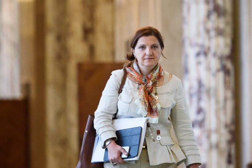 Cioloș ignoră Parlamentul: Prună rămâne în funcție, după ce moțiunea simplă a trecut