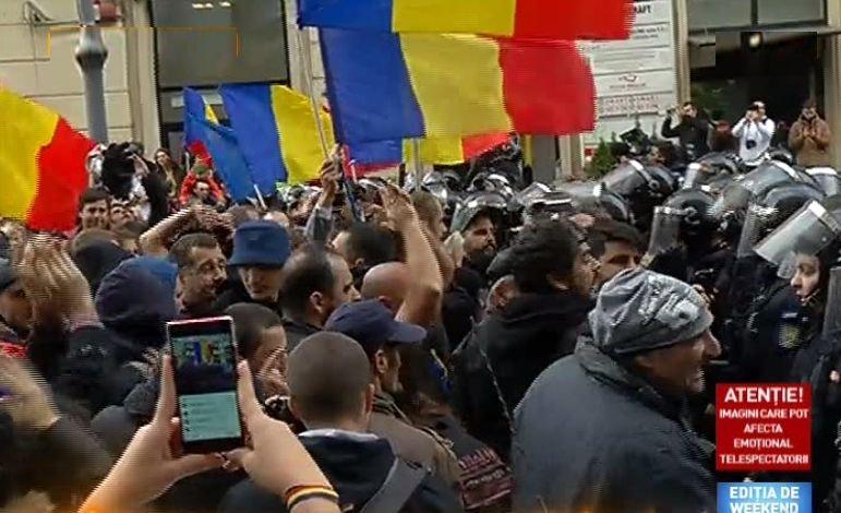 """Incidente în Capitală, la mitingul """"Luptă pentru Basarabia"""". Unioniștii s-au regrupat în Piața Universității și cer partidelor să își asume Unirea"""