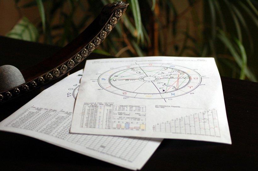 Horoscop 1 noiembrie. Zi împărțită în două energii, dar foarte bună pentru unele zodii. Care sunt acestea