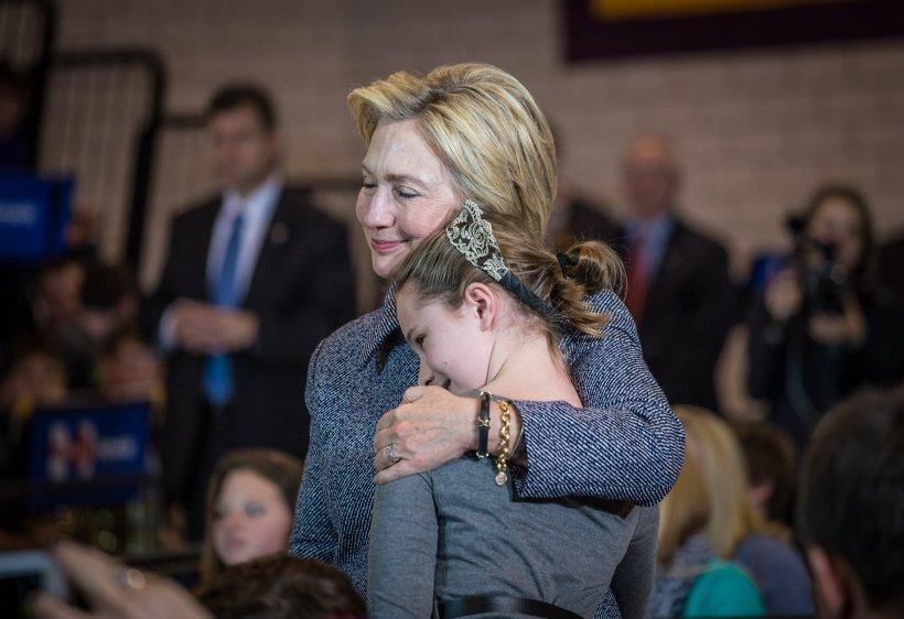 Cum se reculege Hillary Clinton, după eșecul de la prezidențiale. Candidata democrată a fost dată de gol de o fotografie