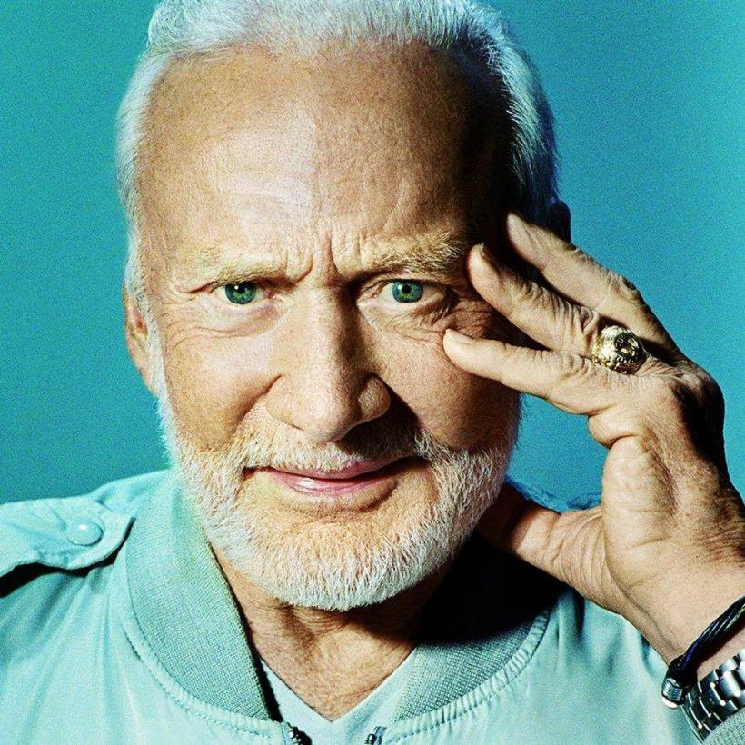 Fostul astronaut Buzz Aldrin, transportat de urgență la spital