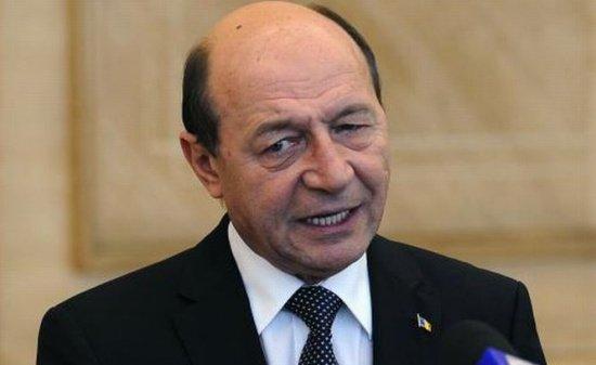 Gestul la care nimeni nu se aștepta. Ce a făcut Traian Băsescu în fața lui Klaus Iohannis