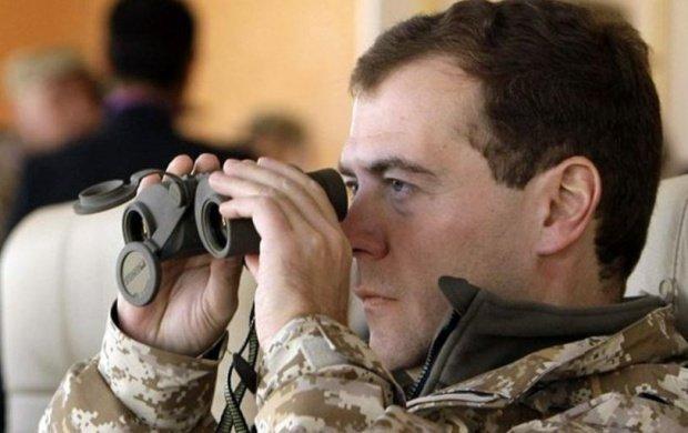 Ipostaza jenantă în care a fost surprins premierul Rusiei, în cadru oficial - FOTO