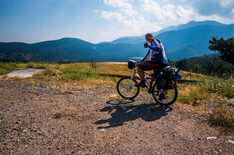 Eroul zilei. Românul care străbate Africa pe bicicletă