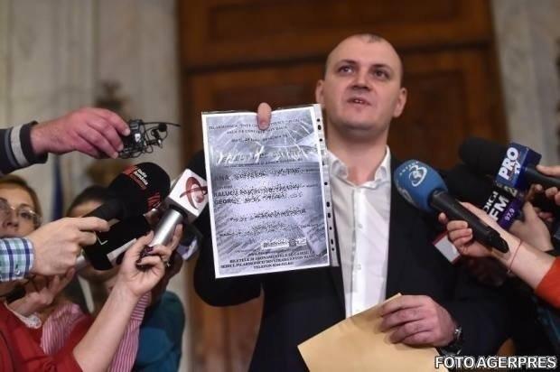 Sebastian Ghiță, acuzații la adresa lui Klaus Iohannis. Se anunță plângeri penale împotriva mafiei pădurilor