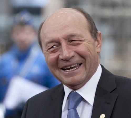 """ALEGERI PARLAMENTARE 2016. Băsescu și PNL, """"înainte împreună"""". Sloganul care dă totul peste cap"""