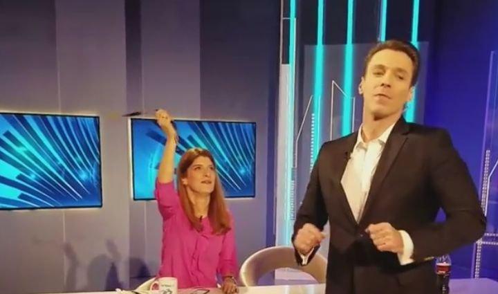 """Moment inedit în pauza emisiunii Esențial. Mircea Badea, """"dezlănțuit"""" în platou"""