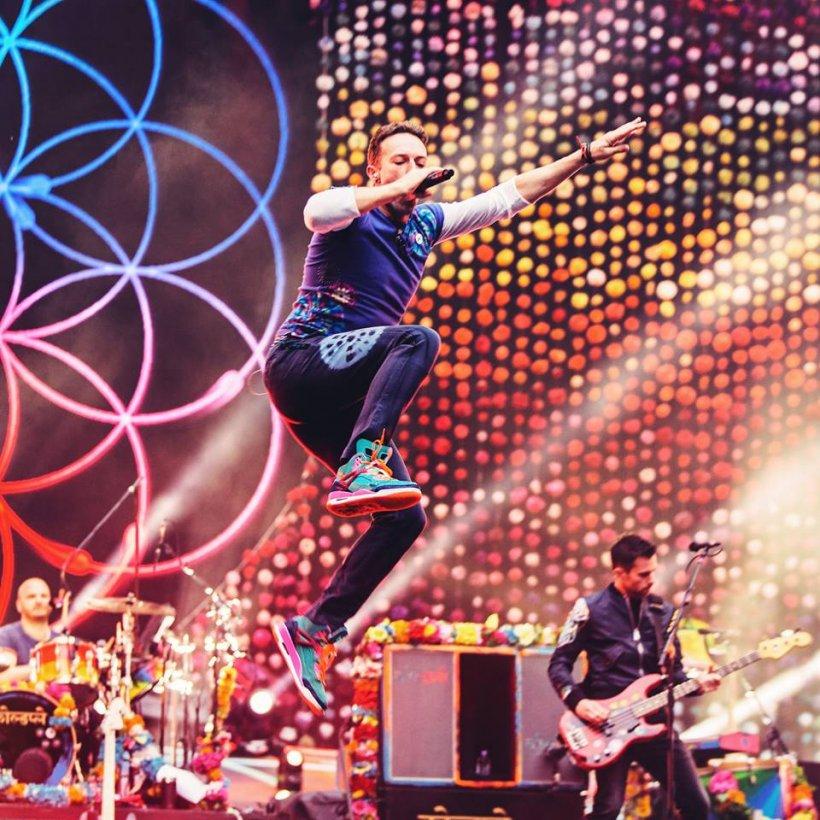 Solistul Coldplay a oprit concertul pentru ca un fan să-și ceară iubita de soție, dar a făcut o gafă uriașă - VIDEO