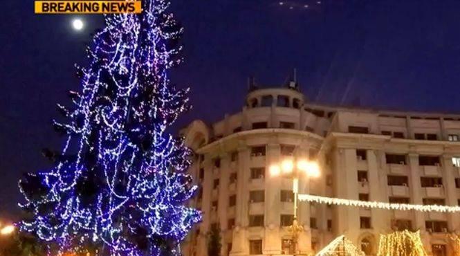 UPDATE. Stare de alertă la târgul de Crăciun din Capitală, după ce un apel la 112 a anunțat un colet supect. Autoritățile au stabilit că alarma e fost falsă