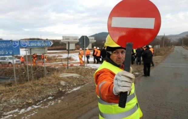 Culmea achizițiilor: 10.000 de euro pentru metrul pătrat de drum peticit