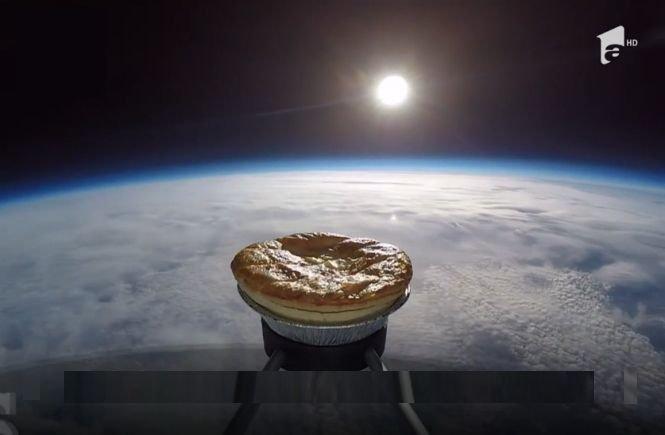 O plăcintă a fost lansată în spaţiu cu un balon meteorologic