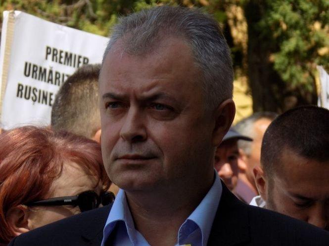 """Demisii la vârful PNL după alegerile parlamentare. Flutur: """"Nu au tras toţi la aceeaşi căruţă"""""""