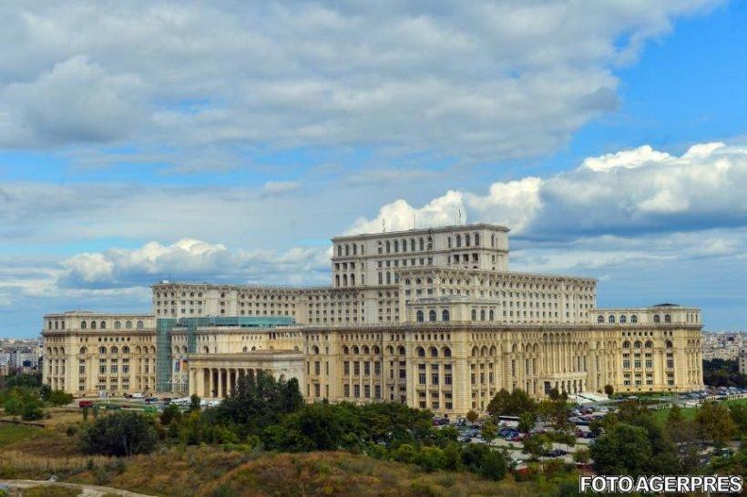 Primul proiect USR din Parlament: Dărâmarea zidului din jurul Casei Poporului