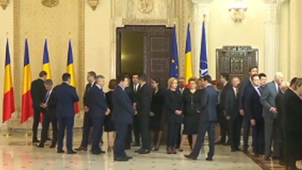 """Klaus Iohannis, gest incredibil făcut după discursul ţinut la Palatul Cotroceni. Dana Grecu: """"Preşedintele nu mai este în poveste"""""""