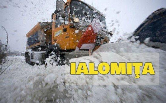 Ialomiţa: Mai multe autoturisme şi camioane au rămas înzăpezite