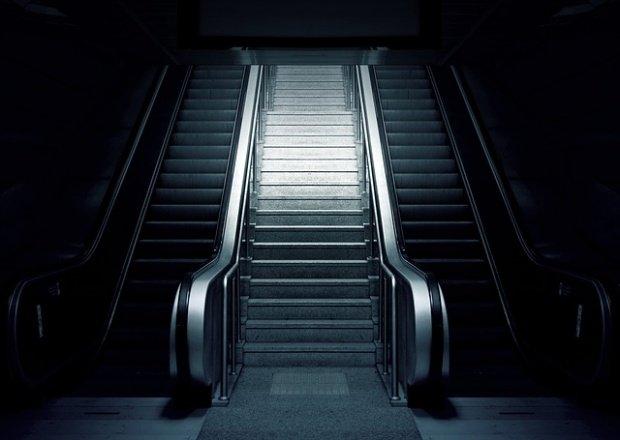 Pană de curent la metrou. Călătorii au fost nevoiţi să meargă prin beznă