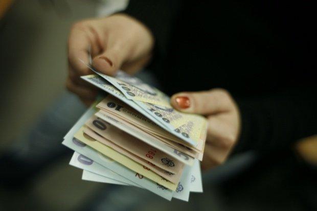 Câte persoane sunt afectate de noua plată a CAS şi CASS şi ce joburi au