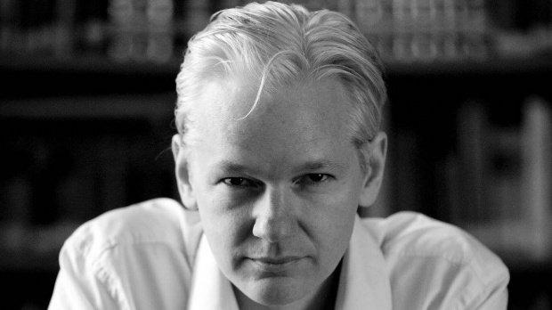 Julian Assange s-a răzgândit și nu se mai predă autorităților americane, în ciuda reducerii pedepsei lui Chelsea Manning